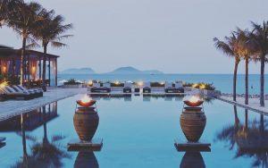 be-boi-vo-cuc-ngap-tran-mang-xanh-trong-tam-mat-tai-mia-resort-nha-trang