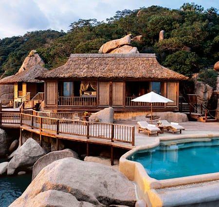 3-cai-ten-vang-trong-lang-resort-Nha-Trang-dep-nhat-hien-nay-Six-Senses-Ninh-Vân-Bay