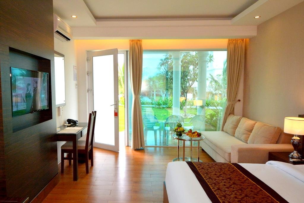 Phong-ngu-voi-tone-trang-chu-dao-mang-lai-cam-giac-am-ap-gan-gui-Desole-Lion-Beach-Resort